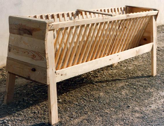 MS4000-comedero-rastrillo-madera